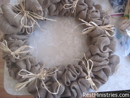 burlap wreath03 Craft Therapy: How to Make a Burlap Wreath DIY Tutorial
