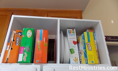 how to organize cereal How to Organize Your Kitchen So Things Stop Falling On Your Feet